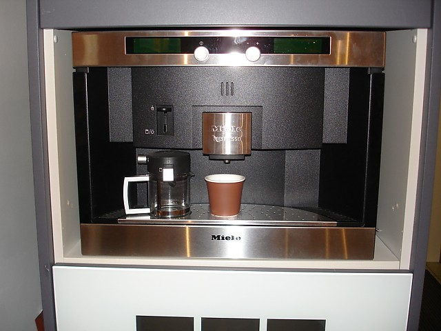 kaffeevollautomaten einbau kaffeevollautomat mit nespresso system miele miele k chenger t von in. Black Bedroom Furniture Sets. Home Design Ideas