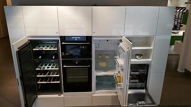 Hausmarke Musterkuche Hochmoderne Kuchenzeile In Hochglanz Weiss Mit
