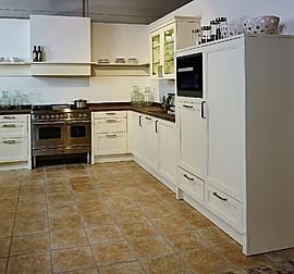 global k chen musterk che k che im landhausstil in satinlack magnolia ausstellungsk che in. Black Bedroom Furniture Sets. Home Design Ideas