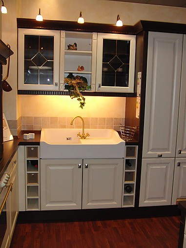 nobilia musterk che romantische landhausk che in vanille mit dunklem holz ausstellungsk che in. Black Bedroom Furniture Sets. Home Design Ideas