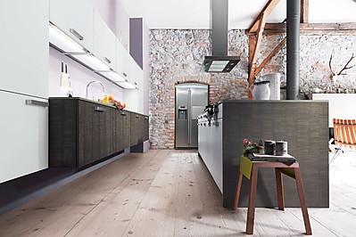 Moderne Holzküche mit rough-cut