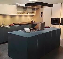 bulthaup musterk che laminat silbergrau mit aluminiumkante und nussbaum bank ausstellungsk che. Black Bedroom Furniture Sets. Home Design Ideas