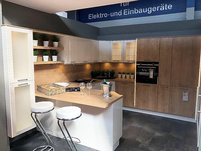 Nobilia-Musterküche Moderne U-Küche mit Hochglanz-Holzfrontenmix ...