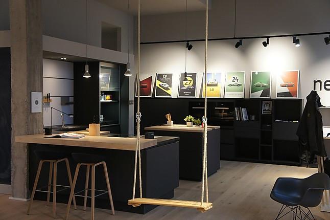 next125 musterk che puristische und geradlinige k che mit insel und keramikarbeitsplatte. Black Bedroom Furniture Sets. Home Design Ideas