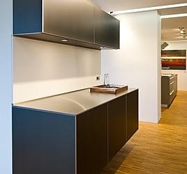 bulthaup musterk che laminat alpinwei mit monoblock und gaggenau ger ten ausstellungsk che in. Black Bedroom Furniture Sets. Home Design Ideas