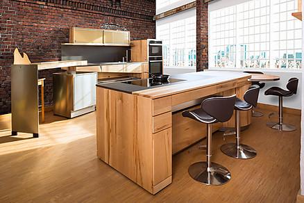 Architektenküche aus Holz mit Insel von Pfister