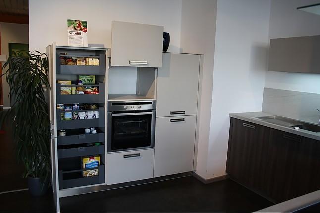 Schmidt Küchen-Musterküche L Küche mit extra viel Stauraum ... | {Vorratsschrank mit auszügen 76}