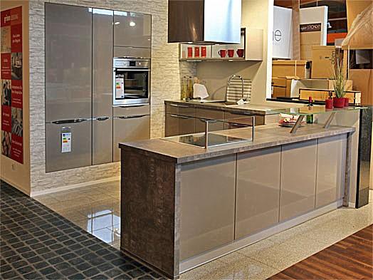 linea musterk che moderne l k che mit theke zum abverkaufspreis ausstellungsk che in freiburg. Black Bedroom Furniture Sets. Home Design Ideas