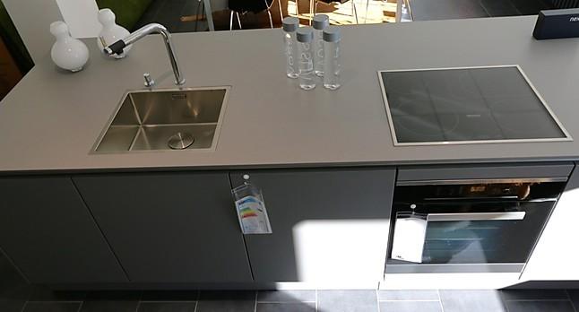 Next125 Musterkuche Moderne Wohnkuche Mit Keramik Arbeitsplatte Und