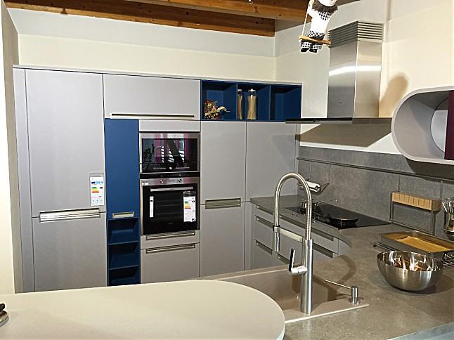 Schuller musterkuche futuristisch funktionale kuche mit for Küche steingrau