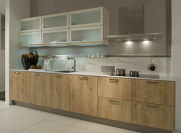 Puristische Küchenzeile ~ doppelte küchenzeile mit eichenholz
