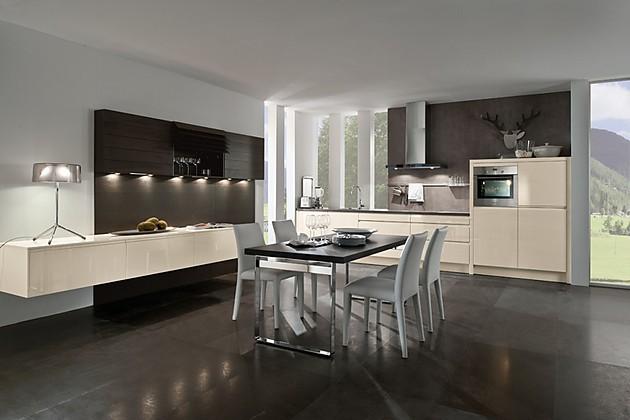 moderne k che in akazie mit grauer arbeitsplatte. Black Bedroom Furniture Sets. Home Design Ideas