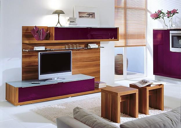 Wohnwand in hochglanz aubergine und teak