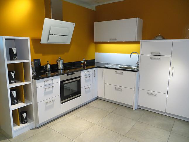 Leicht Musterküche Elegante Weiße Mattlack Küche Mit Schwarzer