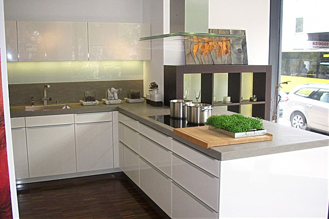 poggenpohl musterk che klassische k che von poggenpohl front in hochglanz bl tenwei mit. Black Bedroom Furniture Sets. Home Design Ideas