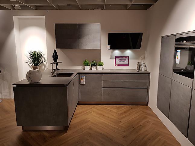 alno musterk che einbauk che l form zeile in hellgrau keramik front ausstellungsk che in. Black Bedroom Furniture Sets. Home Design Ideas