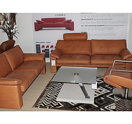 Leder Sofa in Farbe Tabac mit Ziernaht