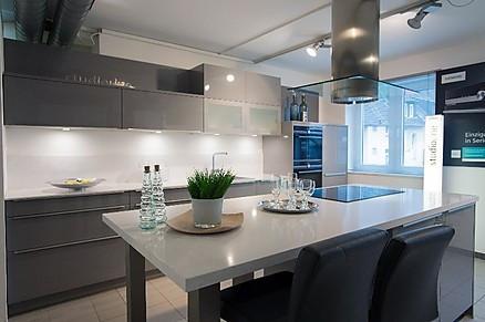 Moderne Küche mit Theke von Möbel Hensel
