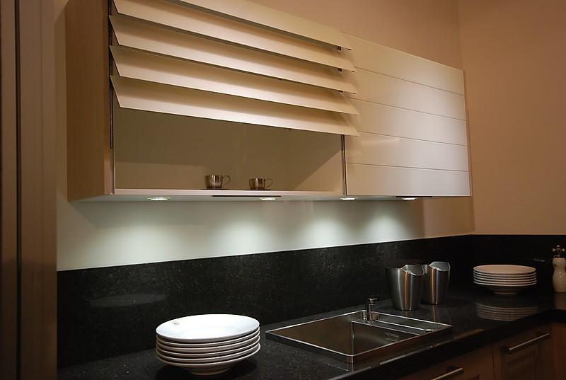 contur musterk che lavaschwarze hochglanz k che mit eiche astig geweissten dekor und glas. Black Bedroom Furniture Sets. Home Design Ideas