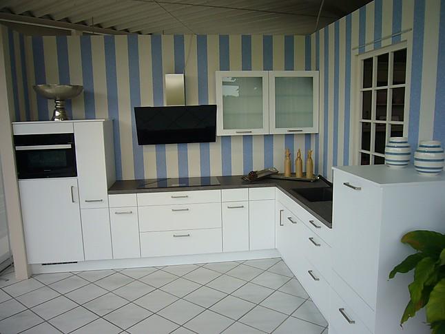 nobilia musterk che stylische wei e l k che in lacklaminat alpinwei ausstellungsk che in. Black Bedroom Furniture Sets. Home Design Ideas