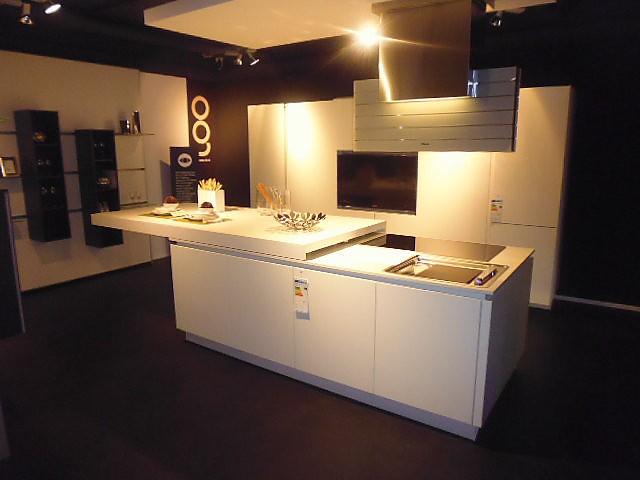 sonstige musterk che alpha mikrolack wei verkauft ausstellungsk che in regensburg von. Black Bedroom Furniture Sets. Home Design Ideas