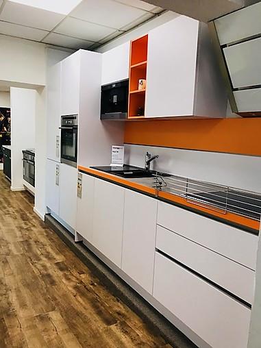 nobilia musterk che moderne k chenzeile f r kaffeegenie er ausstellungsk che in berlin von. Black Bedroom Furniture Sets. Home Design Ideas