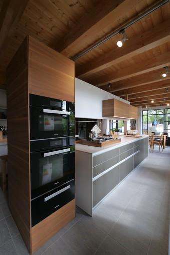 bulthaup musterk che alu sandbeige laminat greige nussbaum ausstellungsk che in grafing von. Black Bedroom Furniture Sets. Home Design Ideas