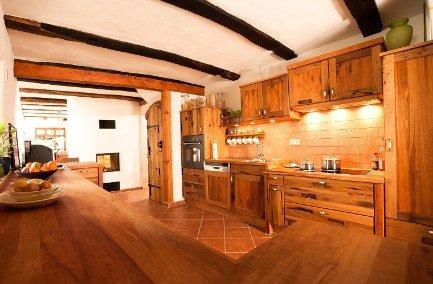Massivholzküche aus Altholz