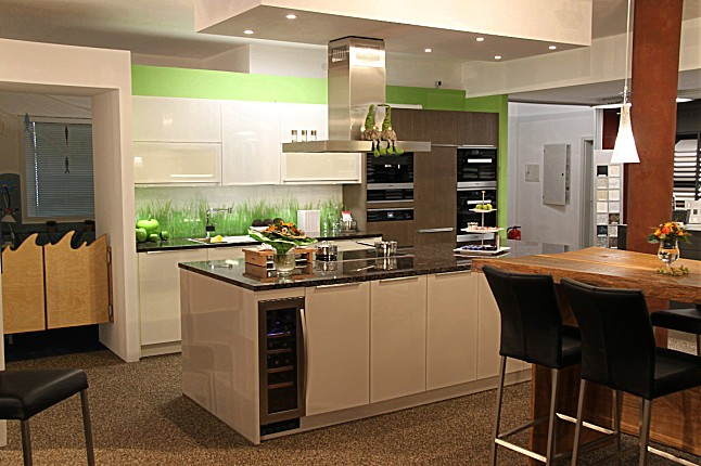 Elementa-Musterküche Top ausgestattete, 3 farbige moderne Küche mit ...