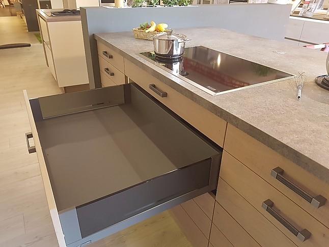 Stormer kuchen musterkuche moderne massivholz front in for Küchenprogramm