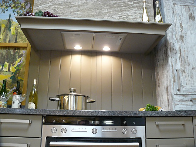 sch ller musterk che au ergew hliche landhausk che mit naturstein arbeitsplatten. Black Bedroom Furniture Sets. Home Design Ideas