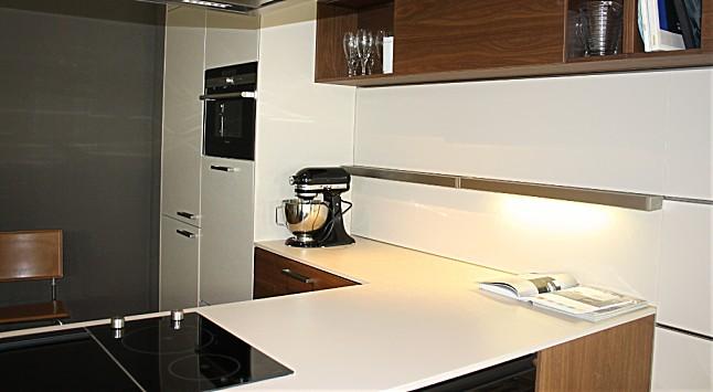 leicht musterk che moderne einbauk che mit theke ausstellungsk che in bad homburg von widera 39 s. Black Bedroom Furniture Sets. Home Design Ideas