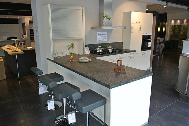 alno musterk che hochwertige alno musterk che mit hochglanz glasfronten mangnolia inkl. Black Bedroom Furniture Sets. Home Design Ideas