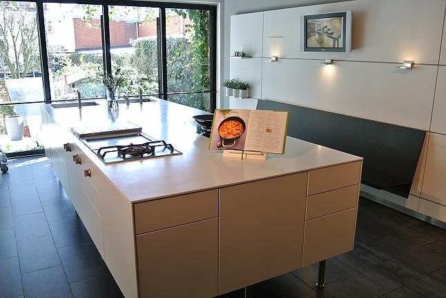 bulthaup musterk che bulthaup b3 mattweiss ausstellungsk che in von. Black Bedroom Furniture Sets. Home Design Ideas