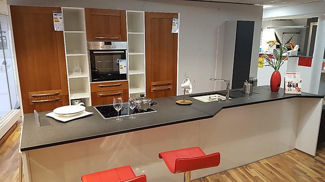 nobilia musterk che edle k che in nussbaum holz funktionswand mit insel und granit wegen. Black Bedroom Furniture Sets. Home Design Ideas