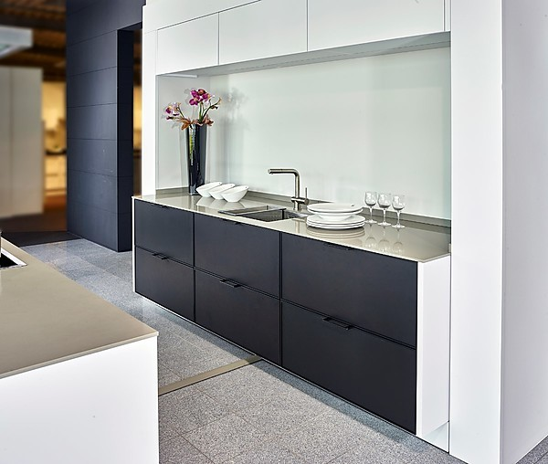 siematic musterk che stilvolle inselk che in matt schwarz. Black Bedroom Furniture Sets. Home Design Ideas