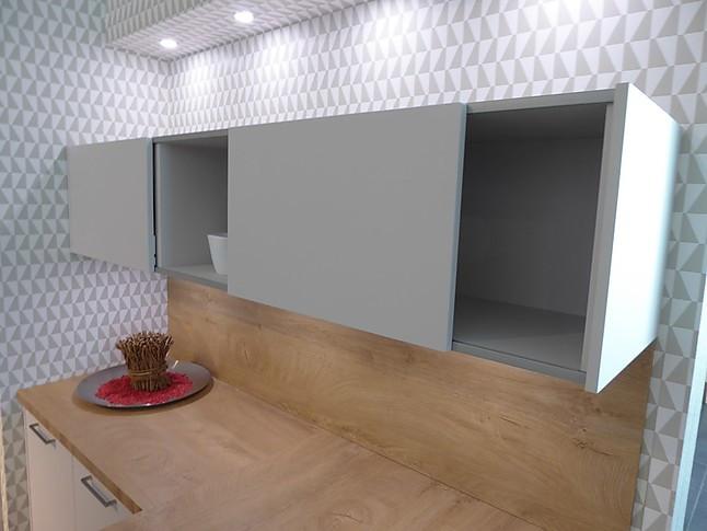 h cker musterk che moderne k che mit mattlack fronten. Black Bedroom Furniture Sets. Home Design Ideas