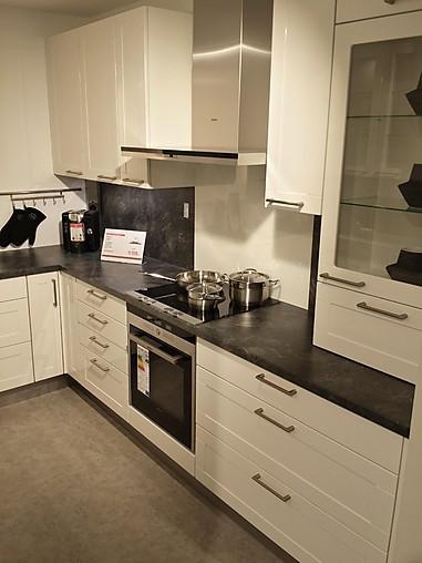 nobilia musterk che zeitlose u k che in kasettenfront hochglanz weiss ausstellungsk che in. Black Bedroom Furniture Sets. Home Design Ideas