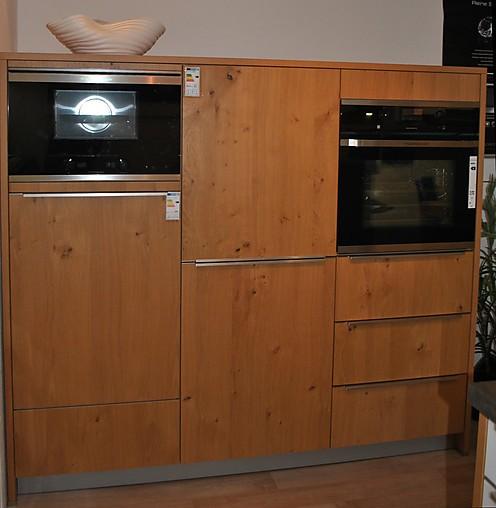 sch ller musterk che ergonomische k che mit glasfronten und furnierfronten kombiniert. Black Bedroom Furniture Sets. Home Design Ideas
