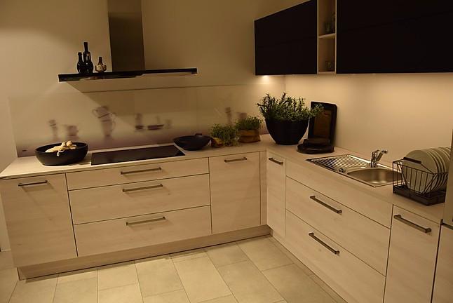 nolte musterk che einbauk che l form nolte lack schwarz. Black Bedroom Furniture Sets. Home Design Ideas