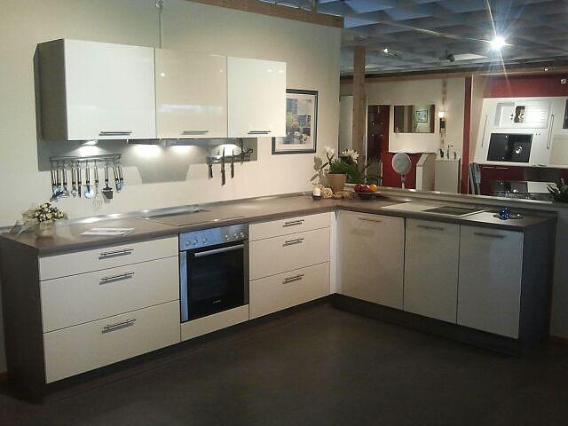 burger musterk che magnolie wei magnolie ausstellungsk che in von. Black Bedroom Furniture Sets. Home Design Ideas