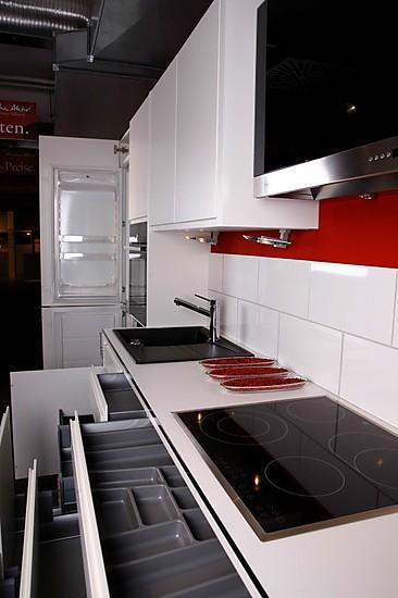 musterk che integra lack wei ausstellungsk che in regensburg von pusch schreib gmbh. Black Bedroom Furniture Sets. Home Design Ideas