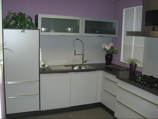 systhema musterk che klassische k che mit kunststoff front. Black Bedroom Furniture Sets. Home Design Ideas