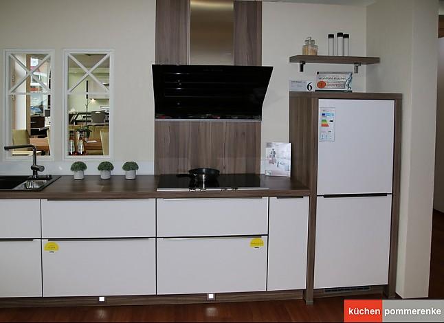 nolte musterk che zeile mit insel wei softmatt mk 06 ausstellungsk che in hamburg von. Black Bedroom Furniture Sets. Home Design Ideas