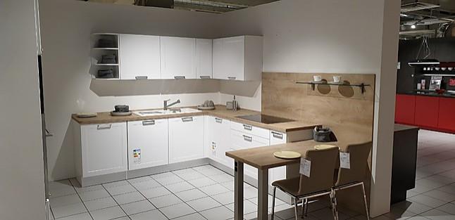 Nobilia-Musterküche L-Küche mit integriertem Tisch ...