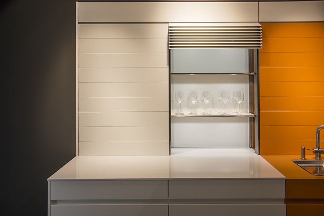 leicht musterk che inklusive elektrisch auffahrbaren. Black Bedroom Furniture Sets. Home Design Ideas