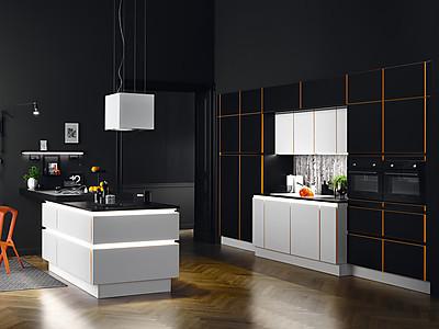 Grifflose Küche von Burger Küchen in Schwarz-Weiß