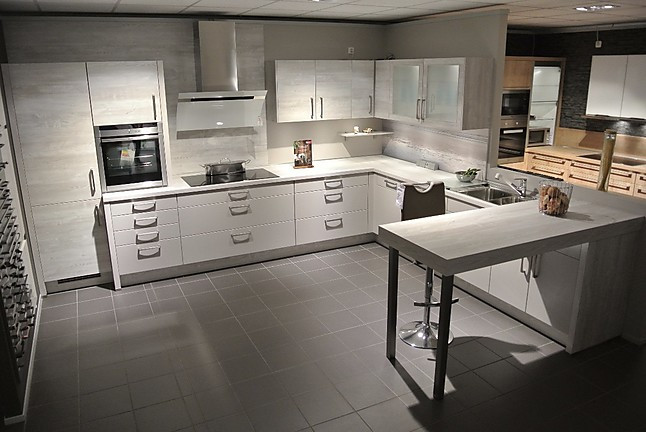 nobilia musterk che inklusive backofen geschirrsp ler und induktionskochfeld flex. Black Bedroom Furniture Sets. Home Design Ideas