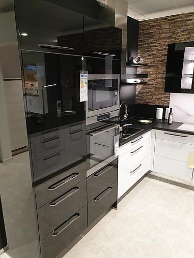 U-Küche schwarz-weiss glänzend