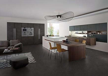LEICHT Küche mit eingebauten Hochschränken!
